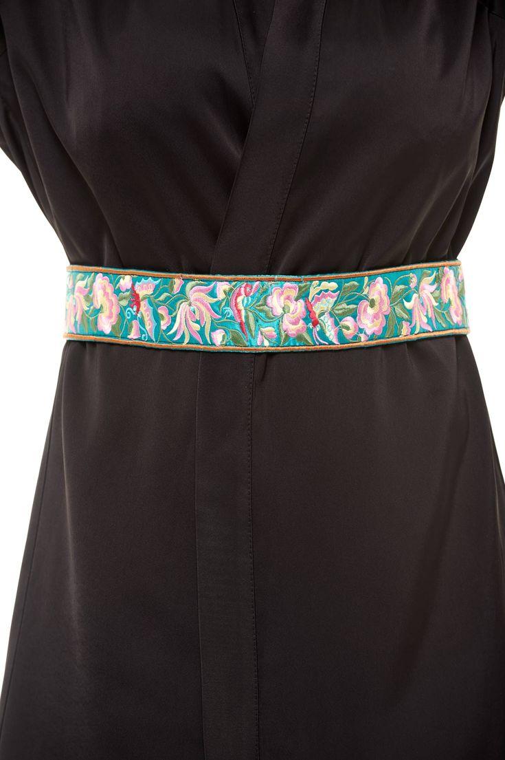 Curea StarShinerS Brodat Traditional Turquoise. Curea cu model floral in relief care se prinde la spate cu snur. Este un model de curea care se…