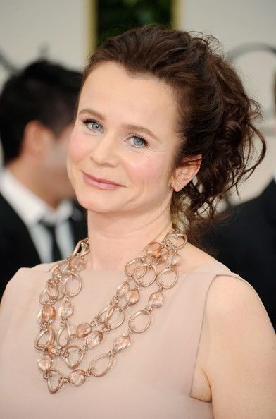 Emily Watson. January 14, 1967. Movie Actress. She played Bess in the indie film Breaking the Waves, and also played Rose in the film, War Horse.