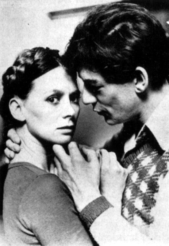 Francsca Annis (Juliet) and Ian McKellen (Romeo) publicising Romeo and Juliet<br /><span class='gal_credit'>Photo by Nobby Clark</span><br />1976 <a href='../stage/romeo/index.htm' target='_blank'>ROMEO AND JULIET (1976)</a>