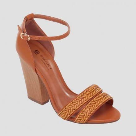 Sandália em couro com tiras trançadas naturais