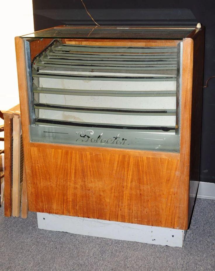 Berg Selector Revolving Electric Display Case Aug 30