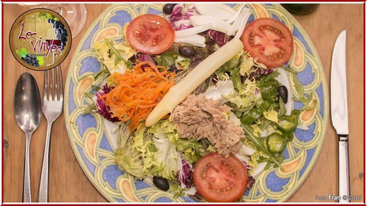 Una ensaladita variada fresca con atún? ;-) De la huerta a la mesa