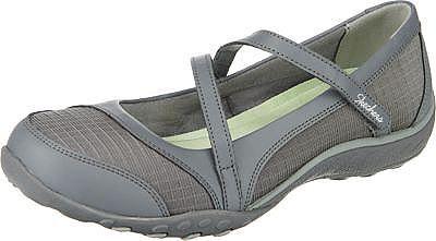 Die SKECHERS Ballerinas Breathe-Easy Marigold sind ein sportliches Modell mit Einsätzen aus echtem Leder. Der schmale Riemen besitzt einen praktischen Klettverschluss und bietet dem Fuß optimalen Halt.  - weiches textiles Futter - Wechselfußbett - bewährte Memory Foam-Technologie sorgt für ein angenehm gepolstertes Fußbett - robuste Laufsohle mit großzügigem Profil  Obermaterial: Leder und Text...