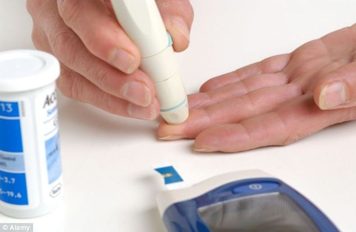 how is a urine test done for diabetes