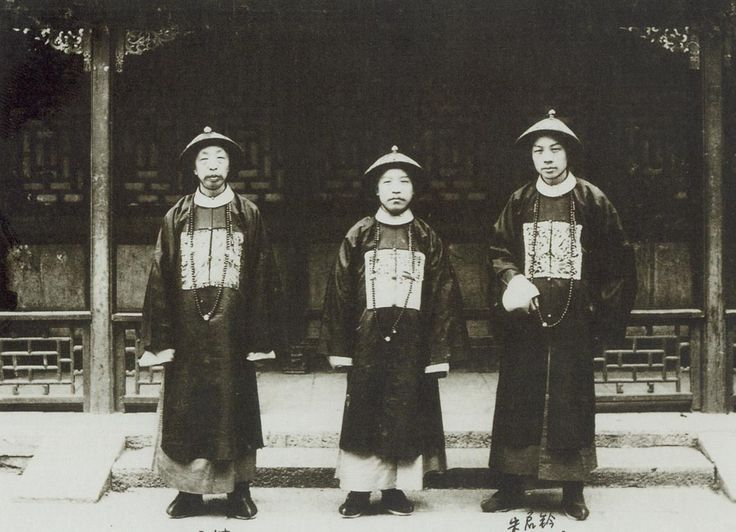 General Yuan Shikai, Commander of the Beiyang Fleet (center), accompanied by two other unidentified Mandarins.