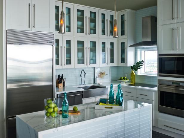 So modern and clean!!: Contemporary Kitchens, Urban Oasis, Color, Subway Tile, Kitchens Ideas, Quartz Countertops, Kitchens Backsplash, Frostings Glasses, White Kitchens