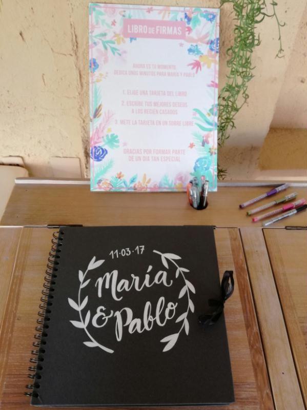En este tutorial veremos con hacer un libro de firmas único y original para una boda. ¡Descubre las posibilidades que el papel de scrapbooking te ofrece!