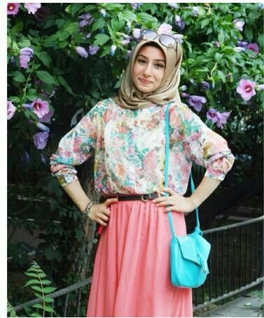 Floral Top and Pink Skirt | Inspiration for hijab, hijab style, hijab fashion, hijab outfit