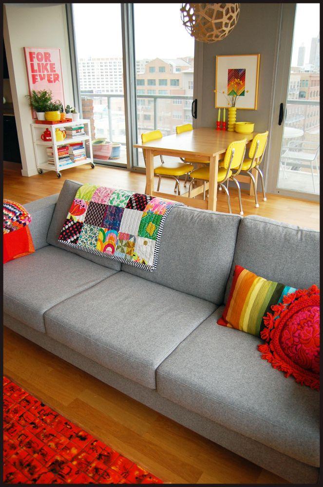 Le quitaria un par de cosas colorinches, pero podría ser mi sala perfectamente...