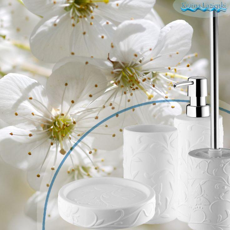 """Kolekcja """"Beauty"""" Akcesoria łazienkowe wolno -stojące- Nice Sea Bisk, Wyposażenie łazienki, białe akcesoria łazienkowe. Kolekcja zawiera takie elementy jak: mydelniczka, dozownik, szczotka wc i kubek kosmetyczny."""