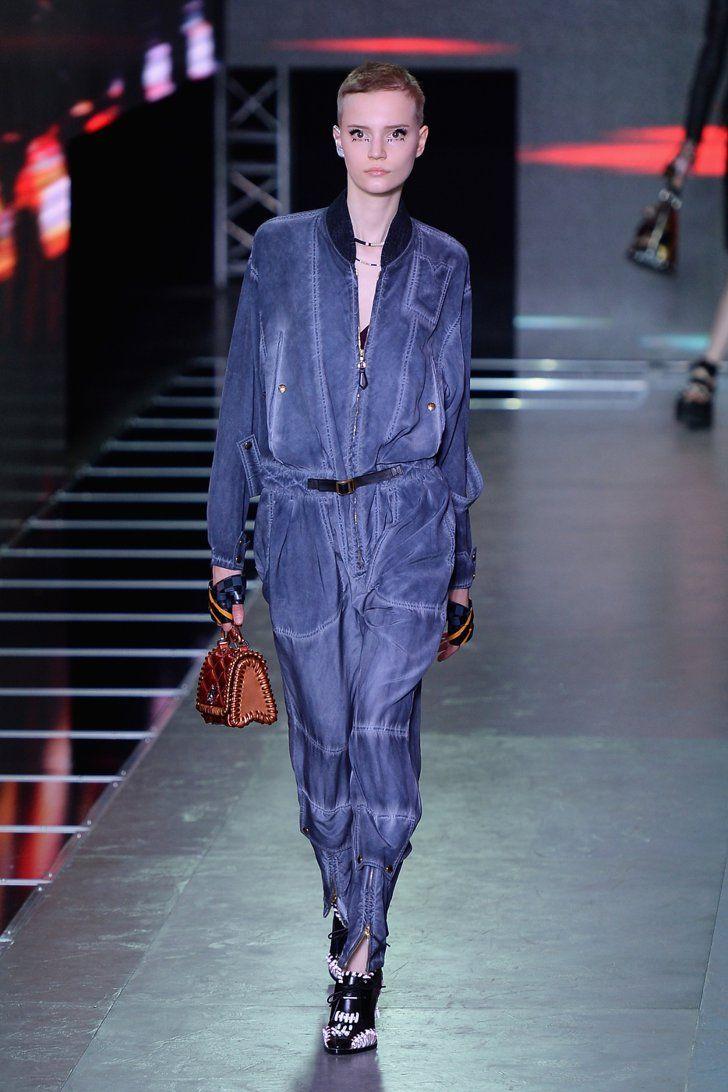 Pin for Later: Bei der Modenschau von Louis Vuitton gab's Taschen ohne Monogramm, dafür auf den Klamotten Louis Vuitton Frühjahr/Sommer 2016