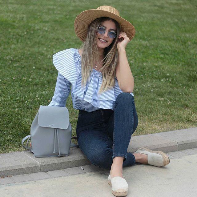 Biraz yeşil biraz mavi kime iyi gelmez ☁Huzurlu aksamlar🌙  .  .  .  .  .  .  .  #gununkaresi#ootd#outfit#streetstwww.grafea.com #leather #backpack #fashion #bag #moda #derisırtçanta #blog #tarz #seyahat #alışveriş #mağaza #stil #aksesuar #bloggger #güzellik #sokaktarz #bayan #vintage #ponpon #çanta #öneri #omuzçantası