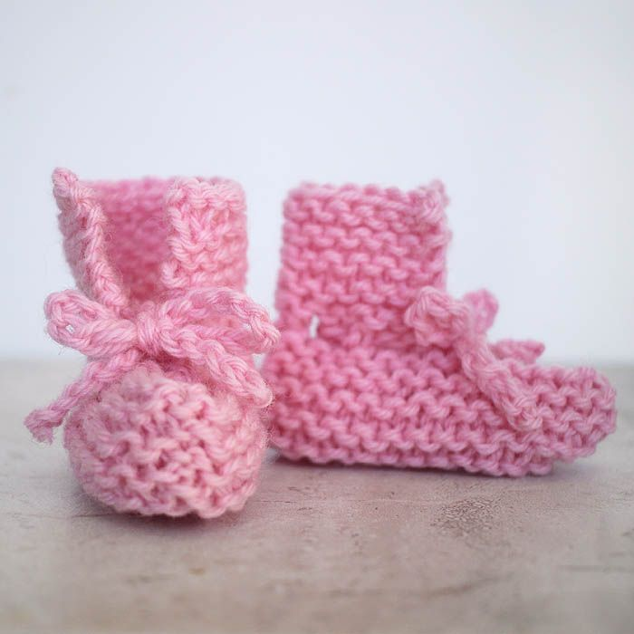 Free easy baby booties knitting pattern by blogger Gina Michele.