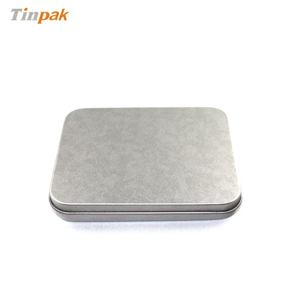 This rectangular silver plain business card tin case is silver plain and simple elegant. Its size is perfect for business card and to be taken to anywhere.