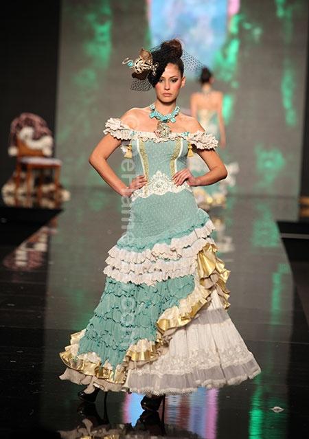 ROSALIA ZAHINO & ENCARNACIÓN SOLÁ En relevé - Simof 2013 (sort of saloon-girl?) a través de Aroa Nehring