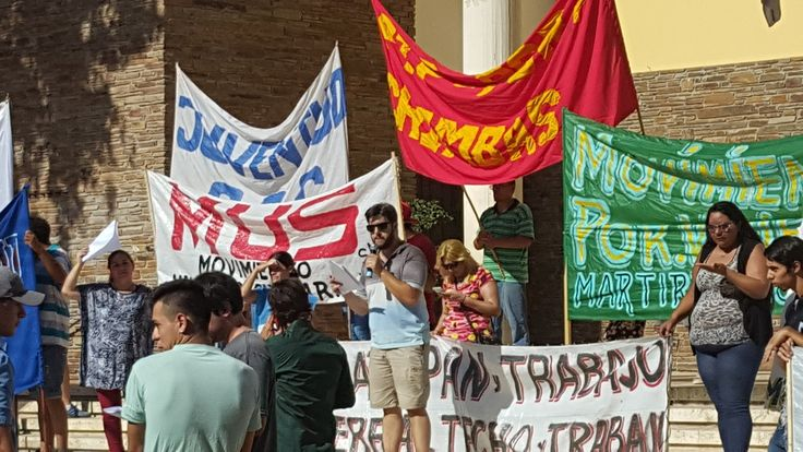 En la mañana de hoy organizaciones sociales reclamaron por aumento de tarifas y por la liberación de Milagro Sala  https://youtu.be/JYYx19EWGBs       Cobertura: Natalia Vargas   #Protektologos #PROTESTA