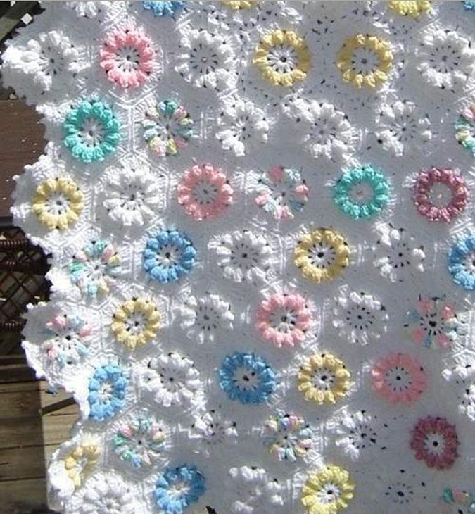 Renkli çiçekli El örgüsü Bebek Battaniye Modeli