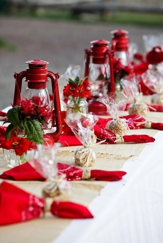 Lovely and Passionate Red Tablescapes: Ideas, Tables Sets, Christmas Tables, Napkins, Lanterns Centerpieces, Country Christmas, Holidays, Tables Decor, Red Lanterns