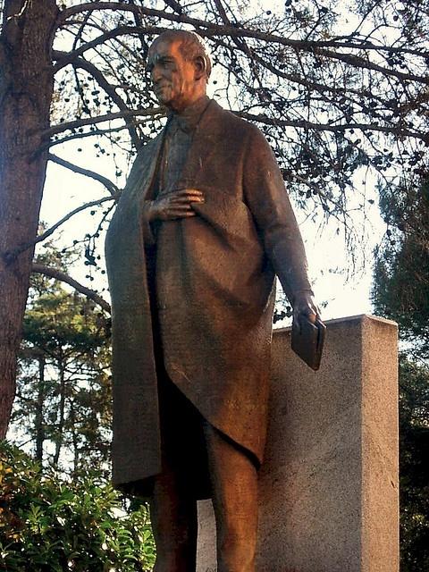 José Ortega y Gasset por Juan de Ávalos. Facultad Filosofía y Letras. Universidad Complutense. Madrid by Carlos Viñas, via Flickr