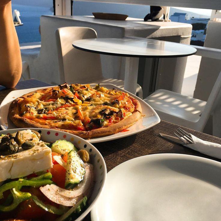����2017.05.06 Greek Salad & Pizza . . #oia #oiavillage #santorini #Greece #Europe #Travel #travelgram #산토리니 #이아 #이아마을 #그리스 #여행 #여행스타그램 #유럽 #유럽여행 #GreekSalad #pizza #cat http://tipsrazzi.com/ipost/1509478488842038928/?code=BTyvrAjhe6Q