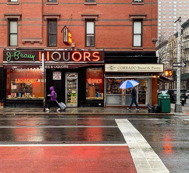 Un Jour De Pluie A New York Newyorkcity Woodyallen Broadway Shows Pastry Broadway Show Signs