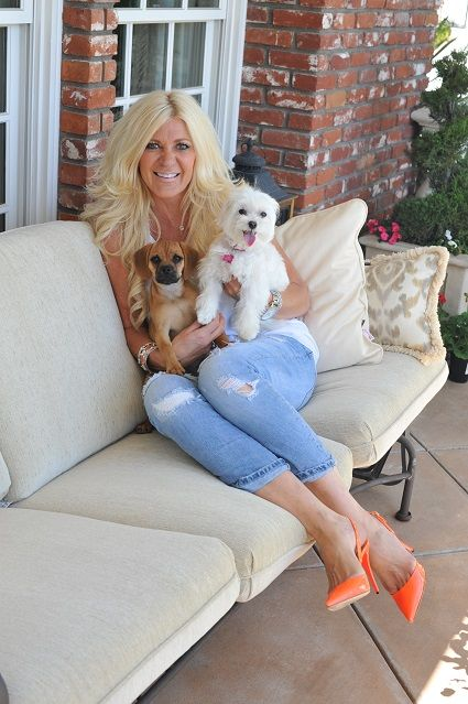 Maria Montazami and her dogs Copper and Molly like to sunbathe. Read more this week https://www.morrr.com/sv/blog.