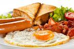 Engels grill-ontbijt met worst, bacon en ei recept op MijnReceptenboek.nl
