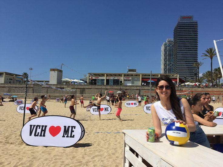 https://flic.kr/p/uFtZis | Azafata del evento #VCHVoley, en la playa de Nova Icària Barcelona