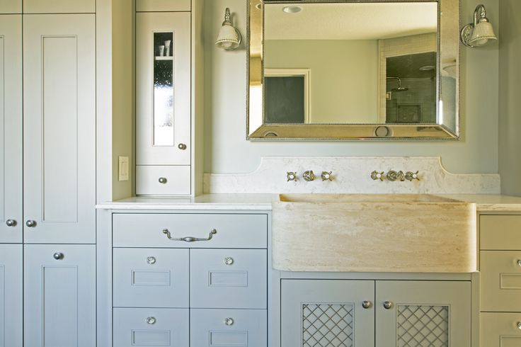 Stunning bathroom. Love the cabinet design, sink, and mirror. #teerlinkcabinet #yourstyle #bathroom #bathroomcabinets #cabinets #transitional #interior #interiordesign #design #house #home #dreamhome