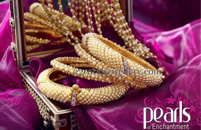 Jewellery Designs: Set of 4 Pearls Bangles