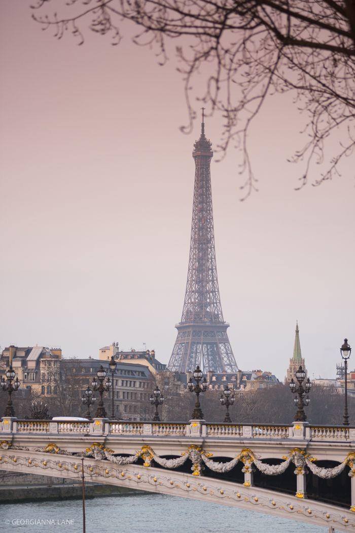 Paris, Prada, Pearls, Perfume : Photo