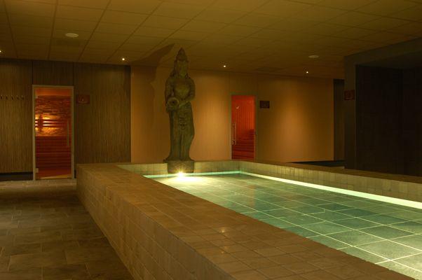 zwembad Thermen binnen den Maas