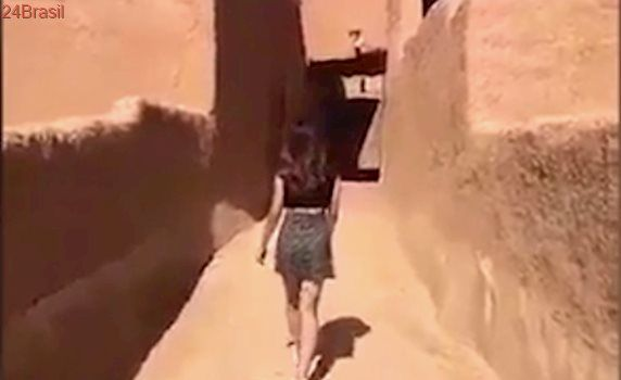 Só pode roupas longas e folgadas: Jovem que usou minissaia em forte pode ser presa na Arábia Saudita