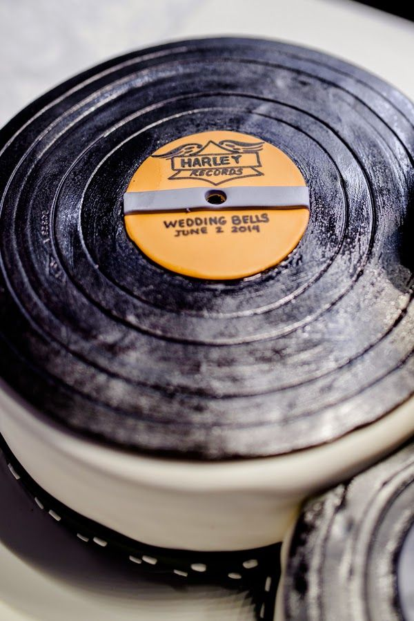 Vinyl Record wedding cake     The Frosted Petticoat