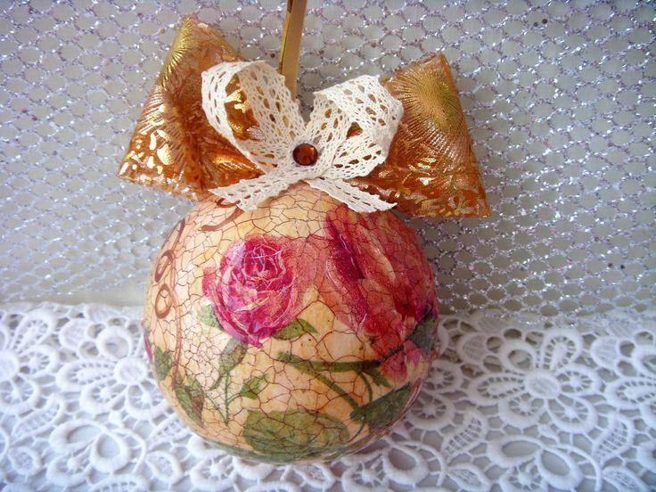 Мой шар ручной работы с двухшаговым кракле т обьемными цветами роз.
