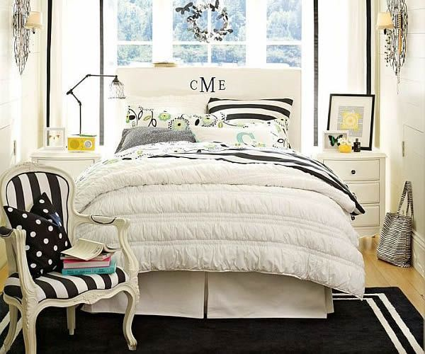 I like the initials carved into the back of the bed, with my short name I can even write ZOE!