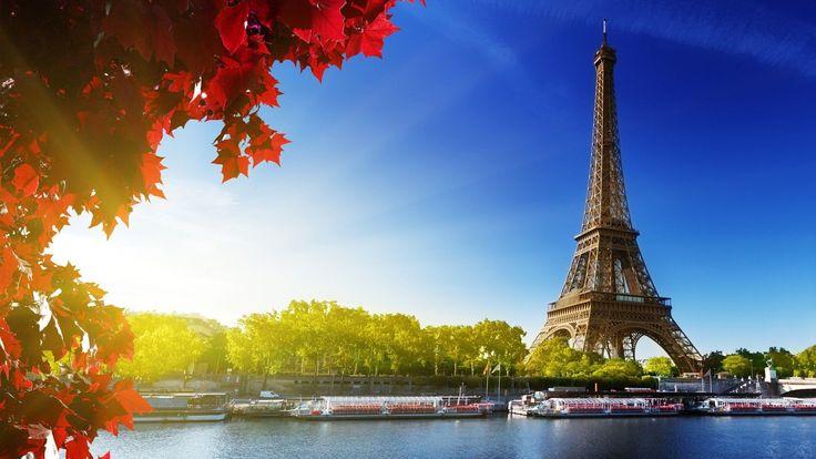 Paris, vue du bord de la Seine, et de la Tour Eiffel