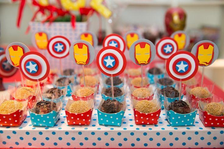 Docinhos decorados para festa infantil Os Vingadores - Miguel 03 anos