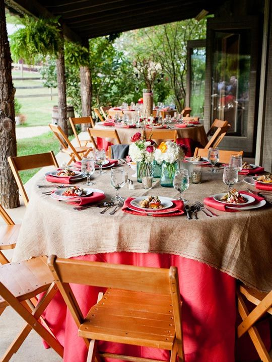 Outdoor entertaining 10 inspiring summer tablescapes for Outdoor brunch decorating ideas