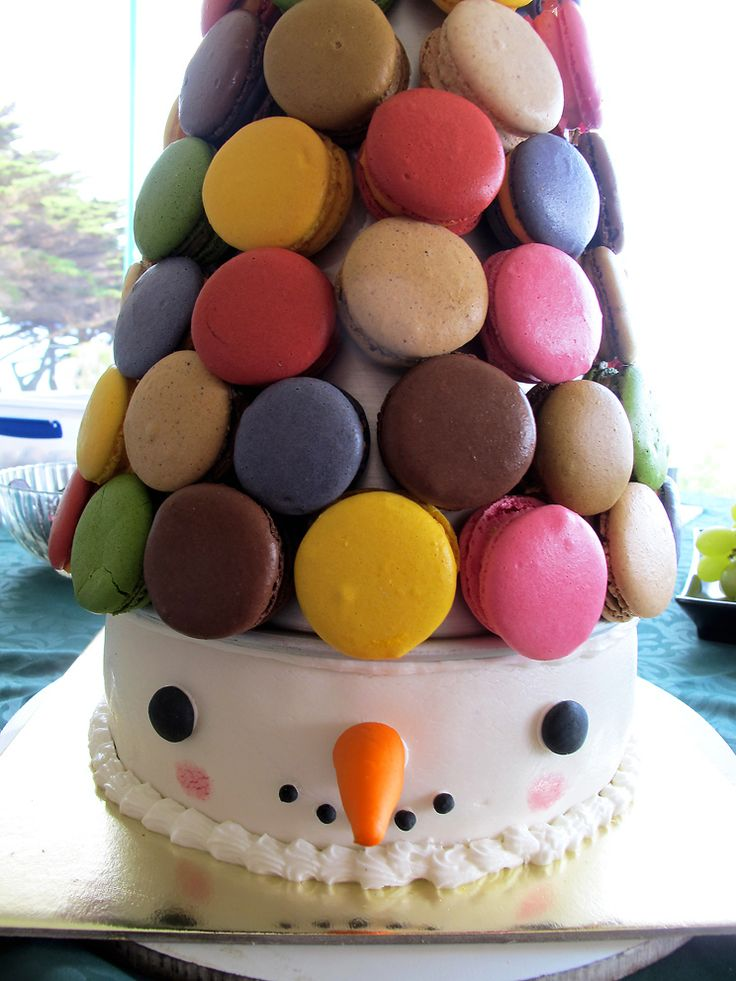 https://flic.kr/p/bd4jkk | macaron pyramid | Finally got some pictures of the Macaron tower that Paul made for Christmas, note the Christmassy snow man twist.