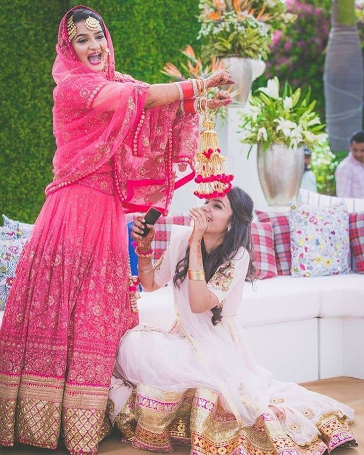 pom pom kalire are going very well with the pink bridal lehenga  #trending #trendingbridalaccessories ##accessoriesideas #latestbridaltrend #goldenkalire #beautifuljewellery  #shaadisaga