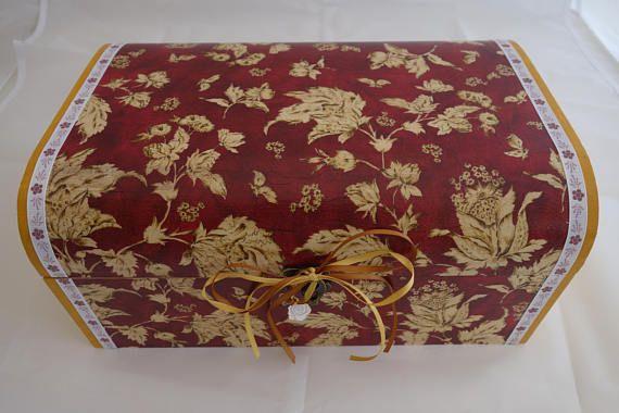 Gold leaves treasure chest box