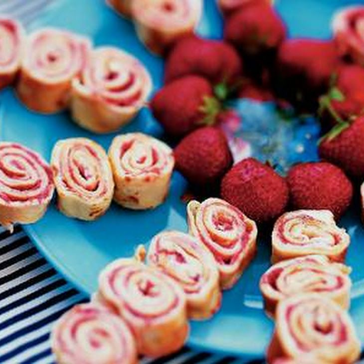 Twisters Recipe with aarbeien, aardbeienconfituur, pannenkoek, roomkaas
