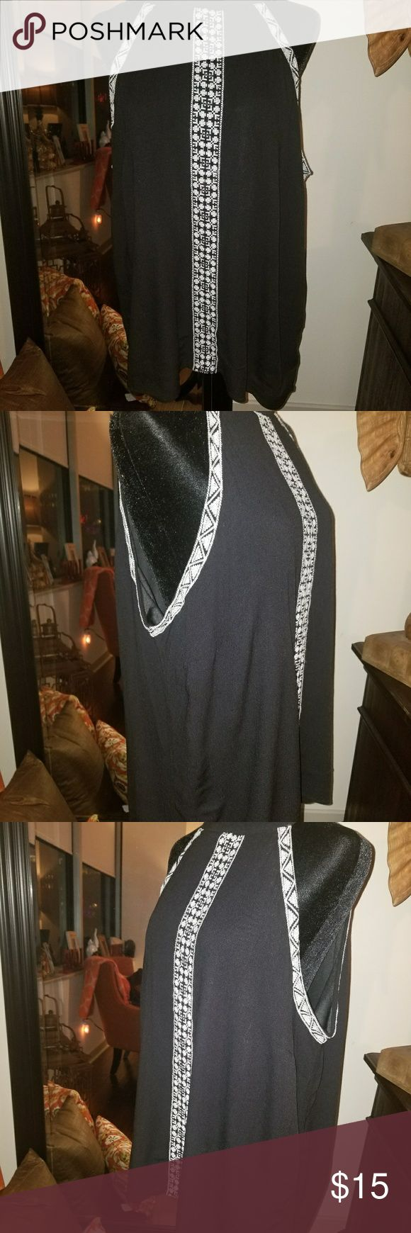 Black & Cream Cami Top Black and Cream Cami Top. Will look nice alone, under a cardigan or a suit jacket! Tops Camisoles