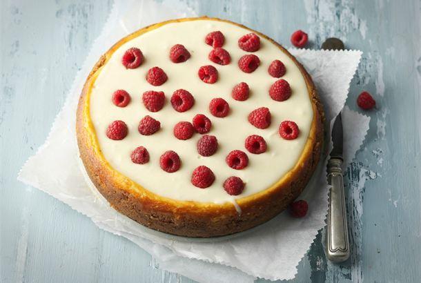 New York cheese cake ✦ Takuuvarma ja tuhti klassikko, joka ei takuulla petä suurimpiakaan herkkusuita. http://www.valio.fi/reseptit/new-york-cheese-cake/