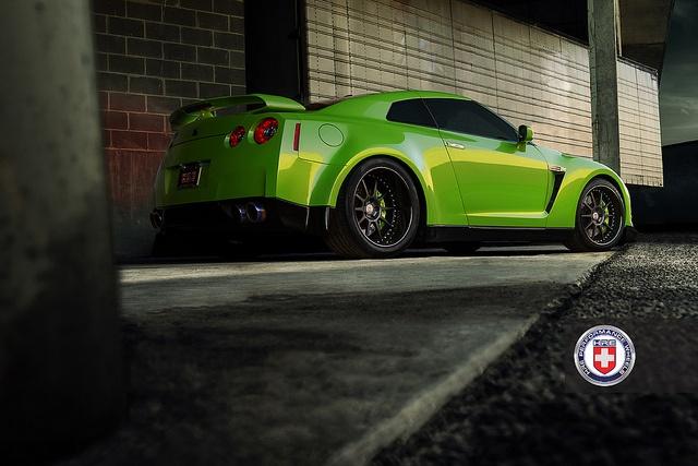 Green Hulk widebody Nissan GTR