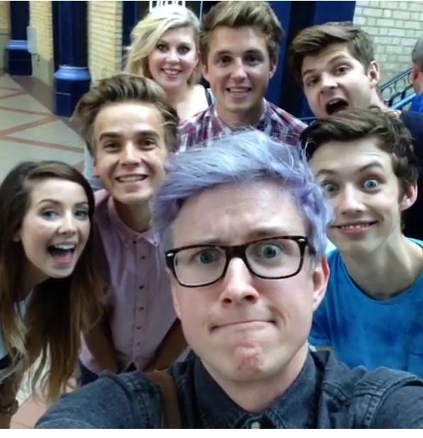 Youtubers>>>>look at Troye omg what the heck is going on<<<<<< Troye what are you doing......TROYE STAHP
