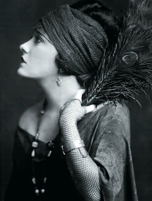 Gloria Swanson - I didn't realize that they had fishnet sleeves in the 1920's!