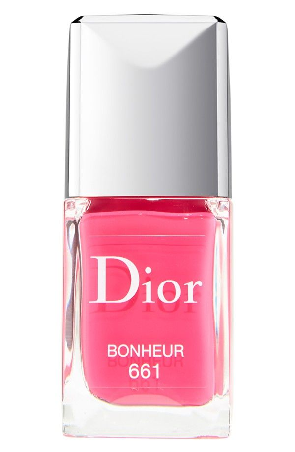 Oh so pretty in pink! Adoring this nail lacquer from Dior.