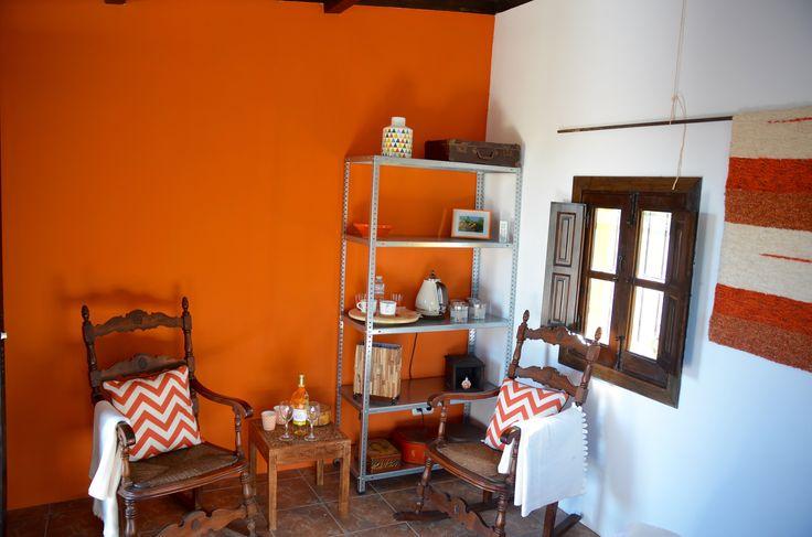 Logeren in kamer Naranja! #warm #licht #verwenweekvoorvrouwen